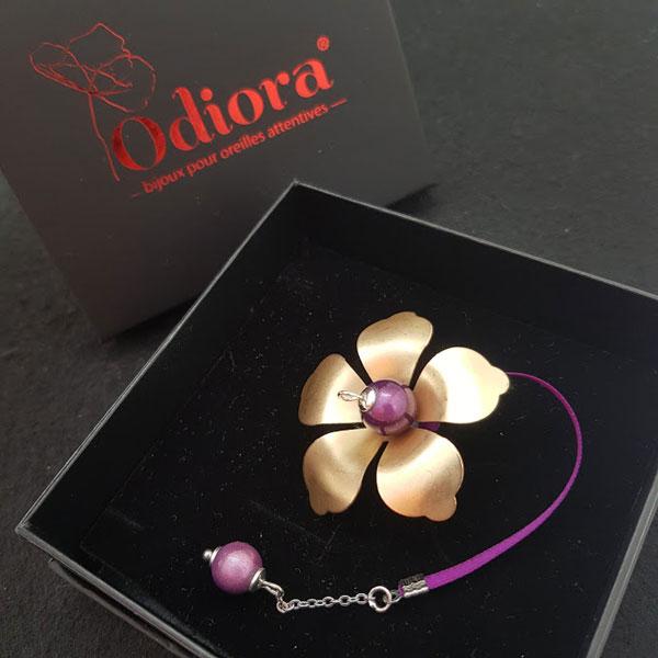 Adenium, l'un des modèles de la collection plus d'Odiora, la boutique de bijou pour appareil auditif et malentendant