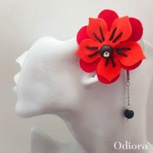 Bijou pour appareil auditif Odiora en forme de fleur d'hibiscus bicolore rouge et orange avec une lacette en satin et une perle noire au bout
