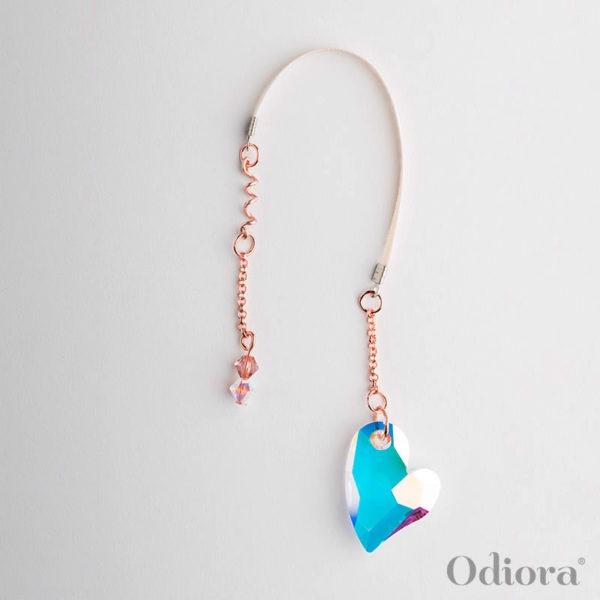 Photo sur fond blanc du bijou pour appareil auditif Grand Amour en forme de gros coeur en cristal transparent